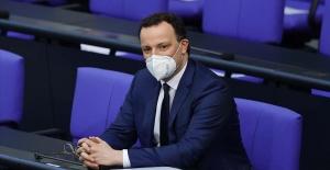 """Almanya Sağlık Bakanı Spahn, """"Aşılananlar başka test yaptırmadan mağazaya veya kuaföre gidebilecek."""