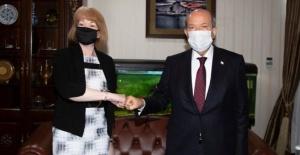 Cumhurbaşkanı Tatar, İngiltere Avrupa Komşuluk ve Amerika Kıtası Devlet Bakanı Wendy Morton'u kabul etti