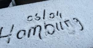 Hamburg`da Nisan ayında lapa lapa kar yağdı!