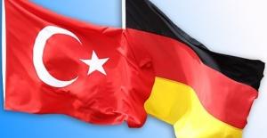 Türkiye`de  artan vakalar nedeniyle Tekrar  'riskli ülkeler' listesinde.!  Almanya Dışişleri Bakanlığından Türkiye`ye  gitmeyin uyarısı.!